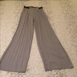 Elastic band high wasted white/black pant